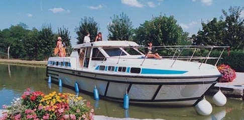 We offer a wide range of Canal du Midi cruisers, barges and narrowboats